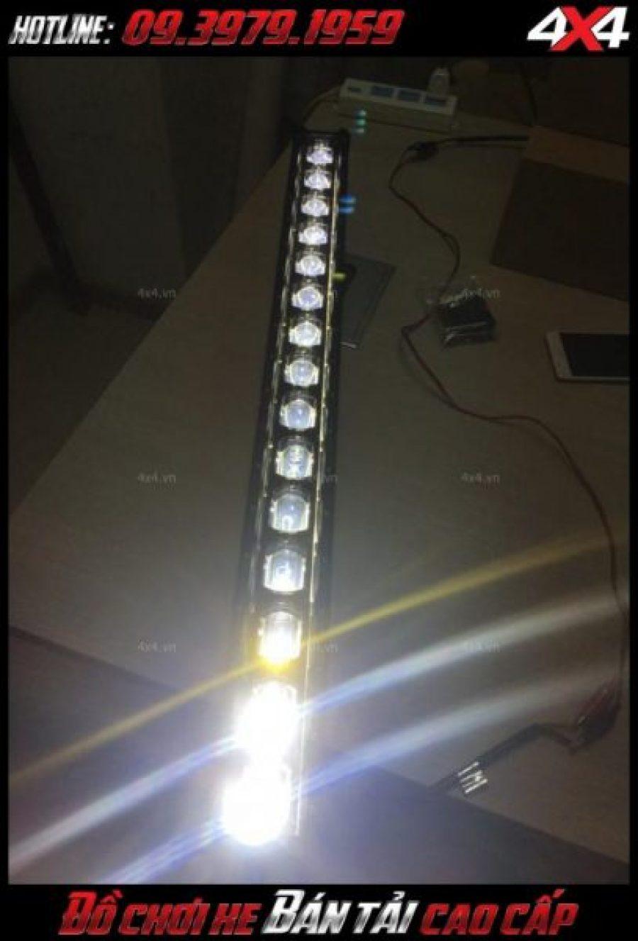Hình ảnh đèn led bar ô tô, đèn led bar xe bán tải: Test thử độ sáng của đèn led bar 6D