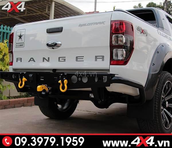 Đồ chơi xe Ford Ranger: Xe Ford Ranger màu trắng gắn cản sau YAK đẹp, hài hòa và rất cứng cáp