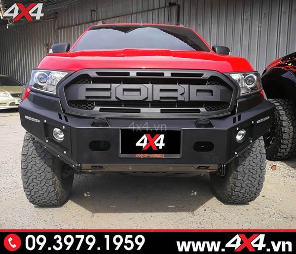Mặt nạ Ford Ranger: Chiếc bán tải Ford Ranger đỏ gắn cản trước KSC và mặt nạ kiểu Ranger Raptor