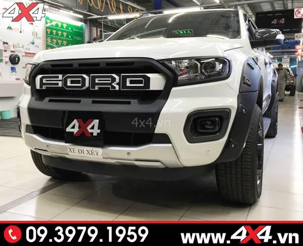 Mặt nạ Ford Ranger: Chiếc bán tải Ford Ranger màu trắng độ mặt nạ kiểu Ranger Raptor 2018 2019