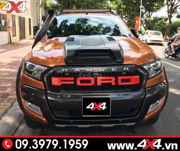 Mặt calang xe Ford Ranger: Chiếc bán tải Ford Ranger màu cam gắn mặt nạ trước chữ Ford kiểu 2017 2018 2019 đẹp và bắt mắt