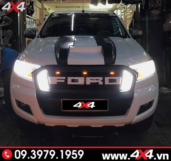 Mặt nạ xe Ford Ranger: Chiếc bán tải Ford Ranger nổi bật hơn với mặt calang chữ Ford có đèn 2 bên