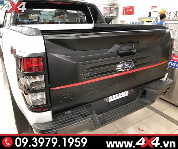 Đồ chơi xe Ford Ranger: Ốp cốp thùng sau bản lớn gắn xe bán tải cứng cáp và ngầu