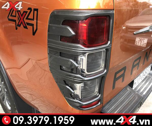 Đồ chơi Ford Ranger: Ốp viền đèn hậu carbon độ đẹp, ngầu và sang dành cho xe bán tải Ford Ranger