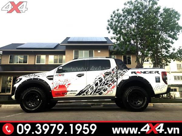Tem dán xe Ford Ranger: Chiếc bán tải trắng độ tem đen đỏ đẹp và độc