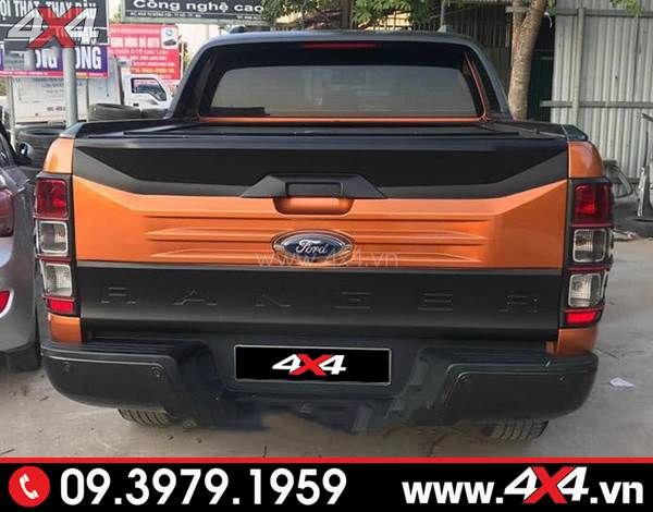 Ốp cốp sau bản lớn màu cam đen độ đẹp cho xe Ford Ranger