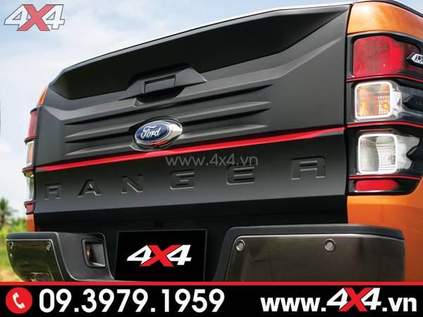 Ốp cốp sau bản lớn màu đen độ đẹp cho xe Ford Ranger