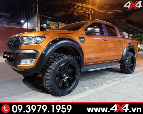 Chiếc bán tải Ford ranger gắn ốp viền bánh xe loại lõm có đinh đẹp và chất