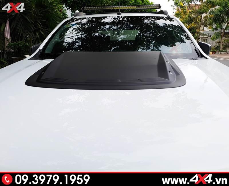 Chevrolet Colorado độ ốp nắp capo màu đen tăng vẻ hầm hố cho phần đầu xe