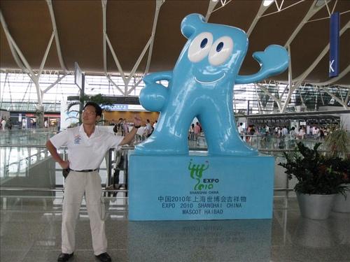 ↑ 今年高雄辦世界運動會。明年上海辦世界博覽會