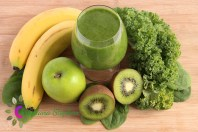 Green smoothie made with spinach, kale, kiwi, green apples and bananas
