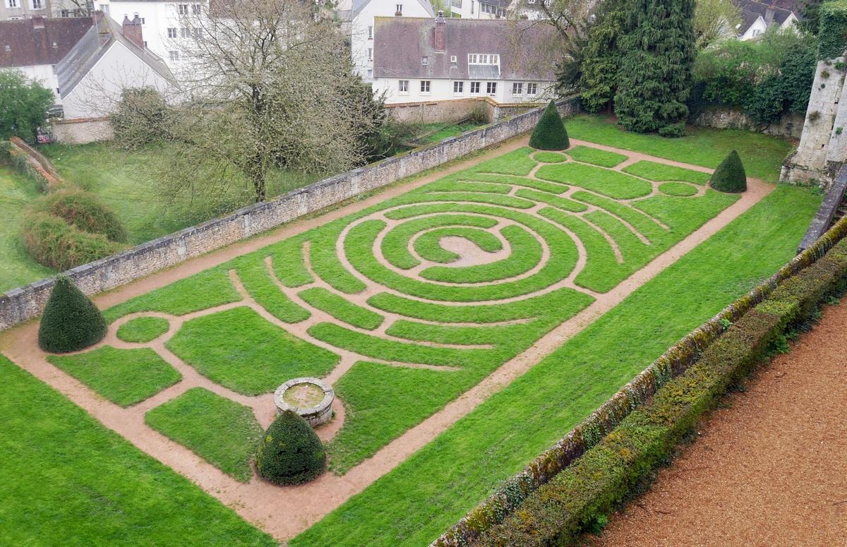 Labyrinthe du jardin de l'évêché à Chartres