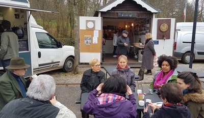 Au marché de Sainte-Marguerite sur mer avec Mr le Maire et une journaliste de Dieppe.