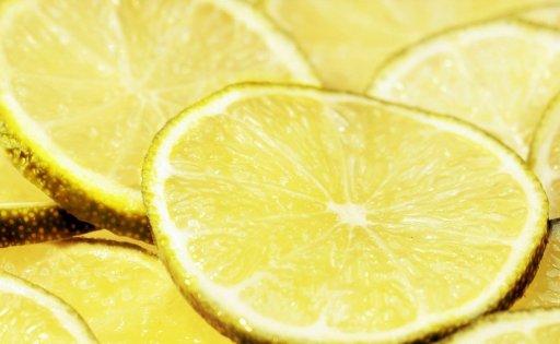 Le citron dans le top 5 des aliments à privilégier pour avoir la pêche