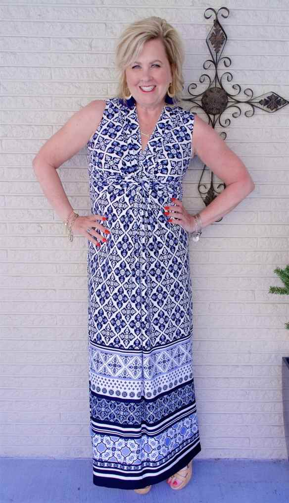 50 IS NOT OLD | TWISTED KNOT DETAILS ARE SLIMMING | FASHION OVER 40