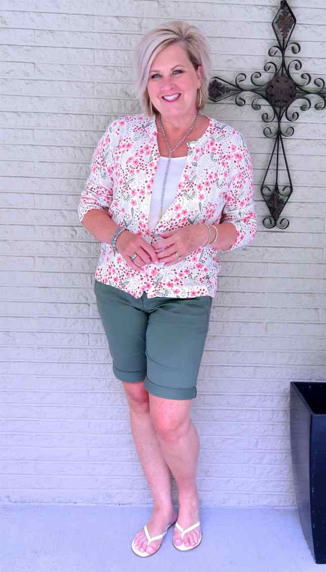 50 IS NOT OLD | BERMUDA SHORTS WITH A CUFF | FASHION OVER 40