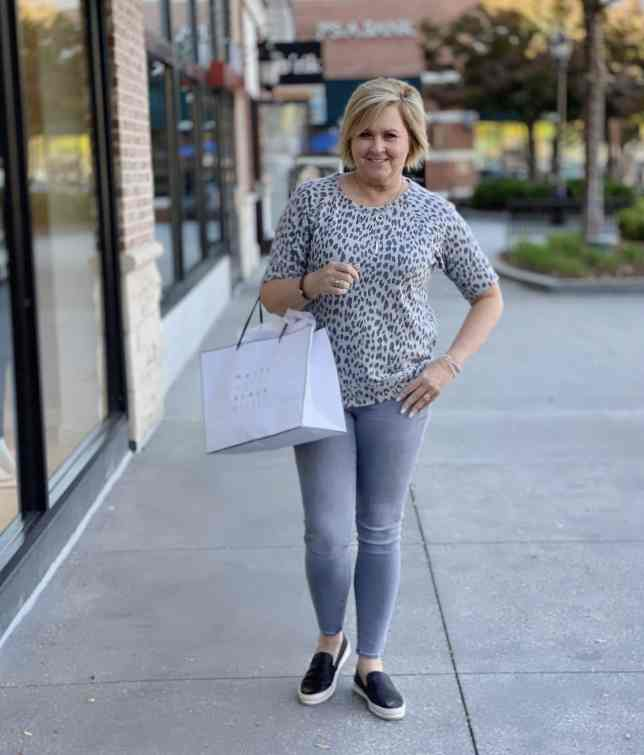 50 IS NOT OLD | HOW TO BE COMFORTABLE WHEN SHOPPING | FASHION OVER 40