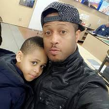 Scammers use mike ezuruonye photos How Scammer Use Mike Ezuruonye Photo To Scam Lady of 25 laptops (Video) - download 20 - How Scammer Use Mike Ezuruonye Photo To Scam Lady of 25 laptops (Video)