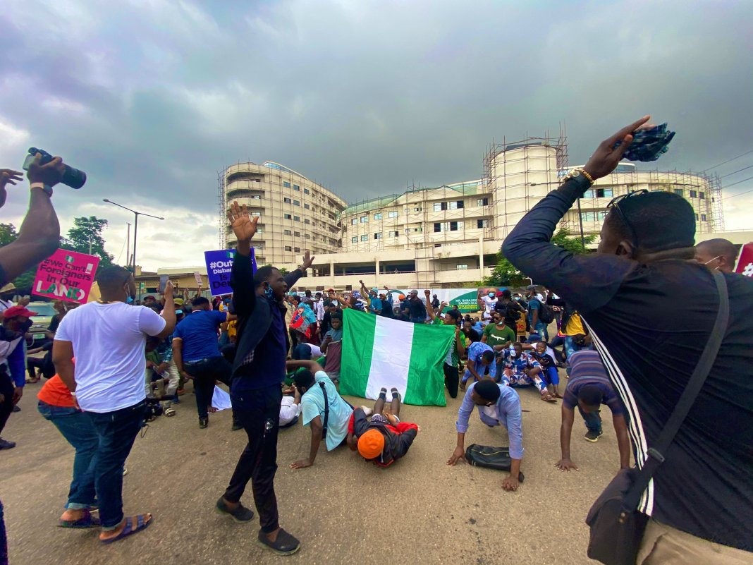 Watch Heartbreaking Video as Nigerians Take EndSARS To God 5ominds