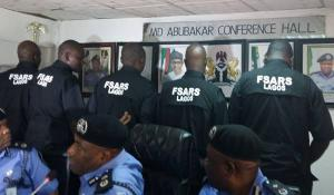 Once SARS Officers Received Praise From Nigerians: Here is The Reason sars officers - images 8 300x175 - SARS Officers Received Praise From Nigerians: Here is The Reason sars officers - images 8 - SARS Officers Received Praise From Nigerians: Here is The Reason