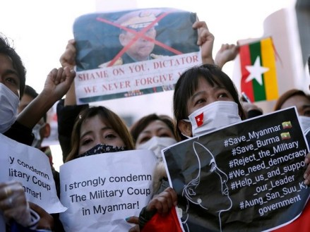 myanmar students protest against military coup that overthrew leader aung san suu kyi - 02 02 2021 07 31 12 6488114 300x225 - Myanmar students protest against military coup that overthrew leader Aung San Suu Kyi myanmar students protest against military coup that overthrew leader aung san suu kyi - 02 02 2021 07 31 12 6488114 - Myanmar students protest against military coup that overthrew leader Aung San Suu Kyi