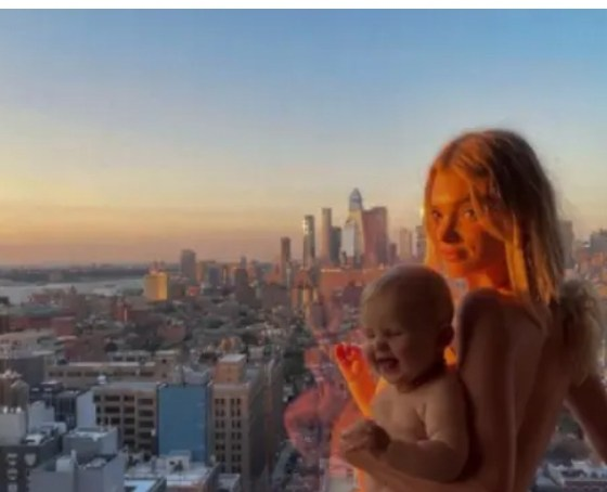 - Screenshot 20210915 072804 1 - Two Hidden Secrets About The Model Who Shared Photos Of Herself Completely Naked While Holding A Baby