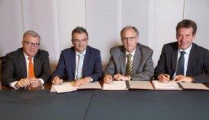 Im Bild: Hansueli Loosli, Verwaltungsratspräsident Coop und Coop Mineraloel AG, Joos Sutter, CEO Coop, Andy Heiz, Leiter Produktion & Netze, und Andrew Walo, CEO Axpo