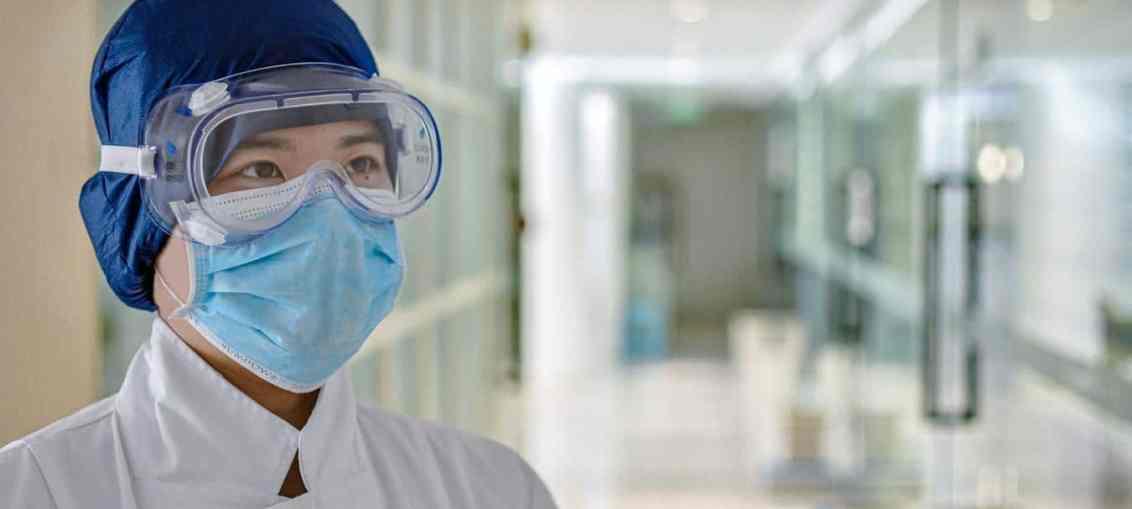 healthcare workers treating coronavirus patients
