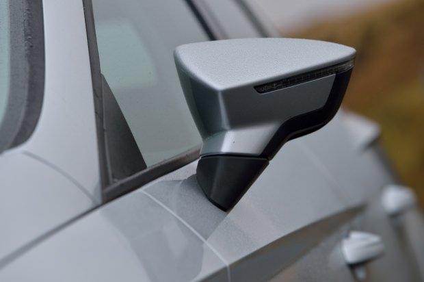SEAT Leon ST mirror