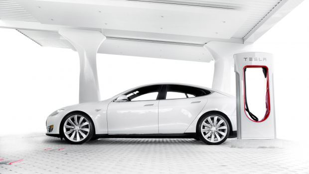 teslas-supercharger-global-network-reaches-almost-400-charging-stations