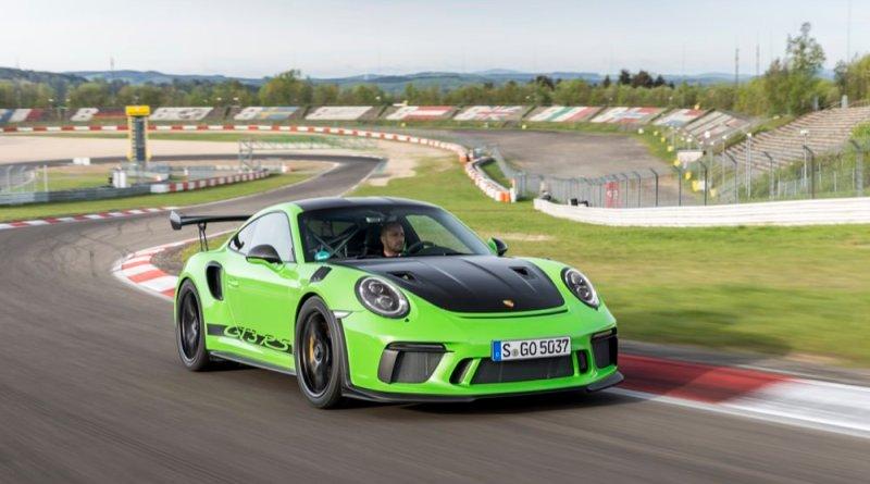 Porsche 911 GT3 RS at speed