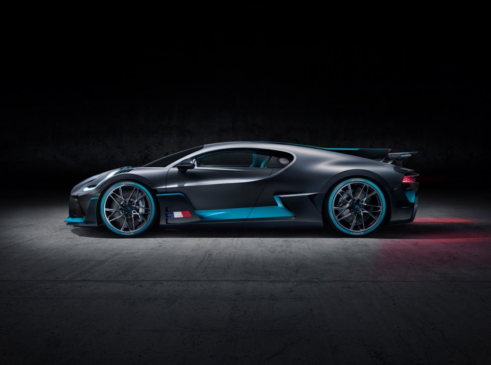 Bugatti Divo side profile