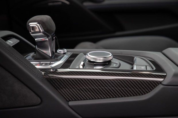 Audi R8 V10 performance gear selector