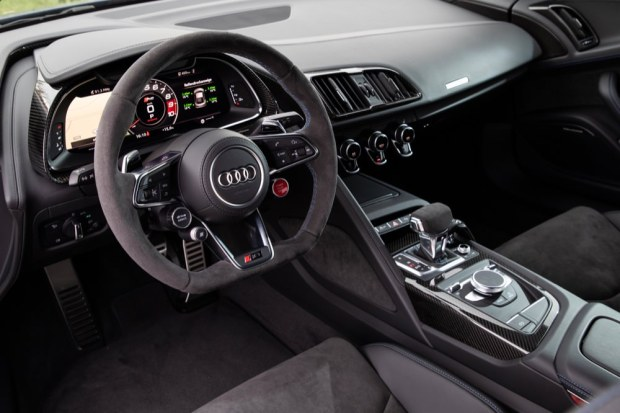 Audi R8 V10 performance interior