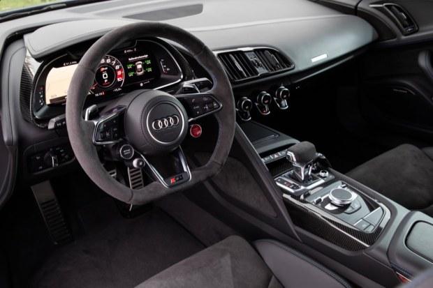 Audi R8 V10 performance interior