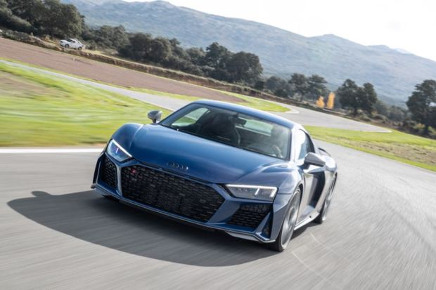 Audi R8 V10 performance driving