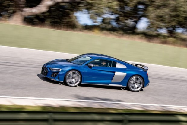 Audi R8 V10 performance cornering