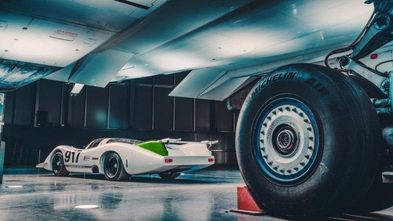 Porsche 917 beside Concorde's wheel