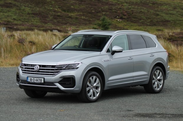 Volkswagen Touareg front side view