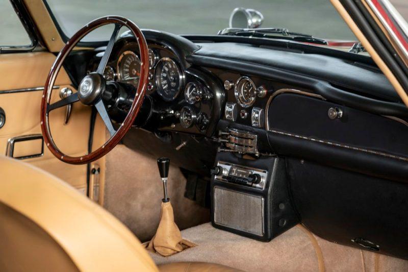 Aston Martin DB6 Vantage interior