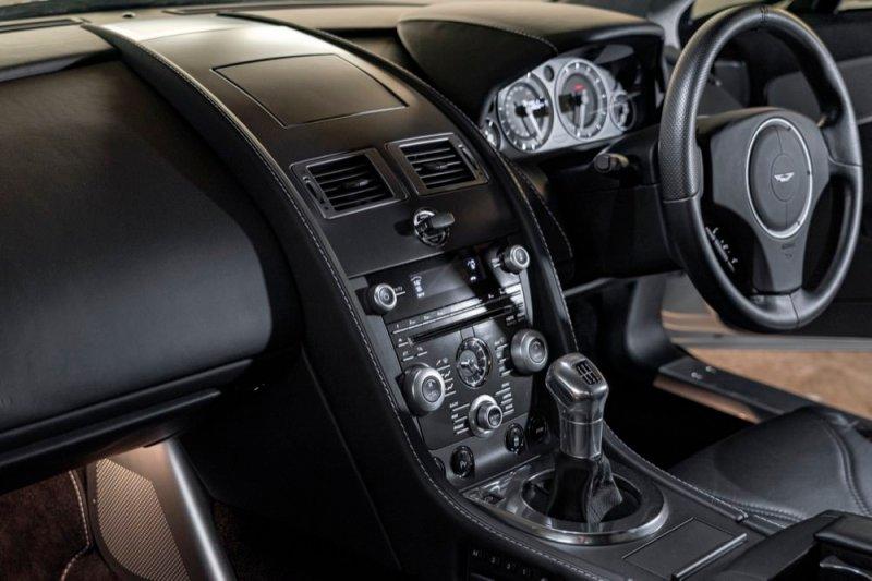 Aston Martin V12 Vantage manual