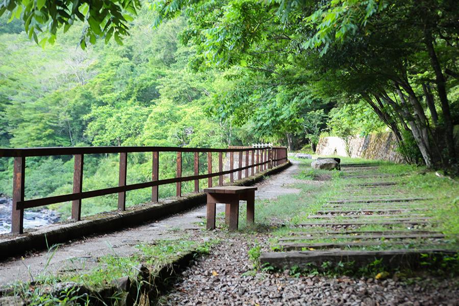 武庫川渓谷の自然美を堪能できる展望広場