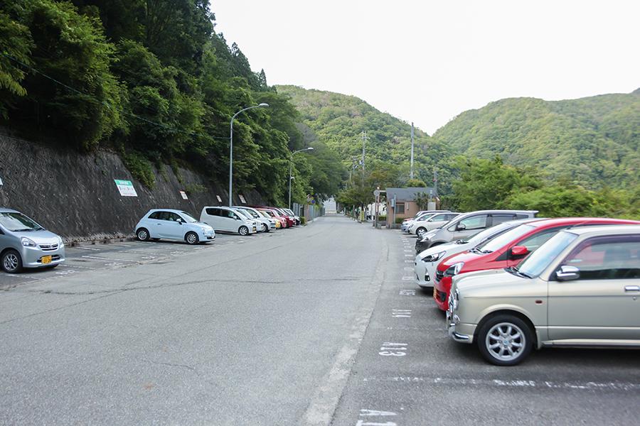駐車場はこの一部しかありません。あとは契約駐車場。