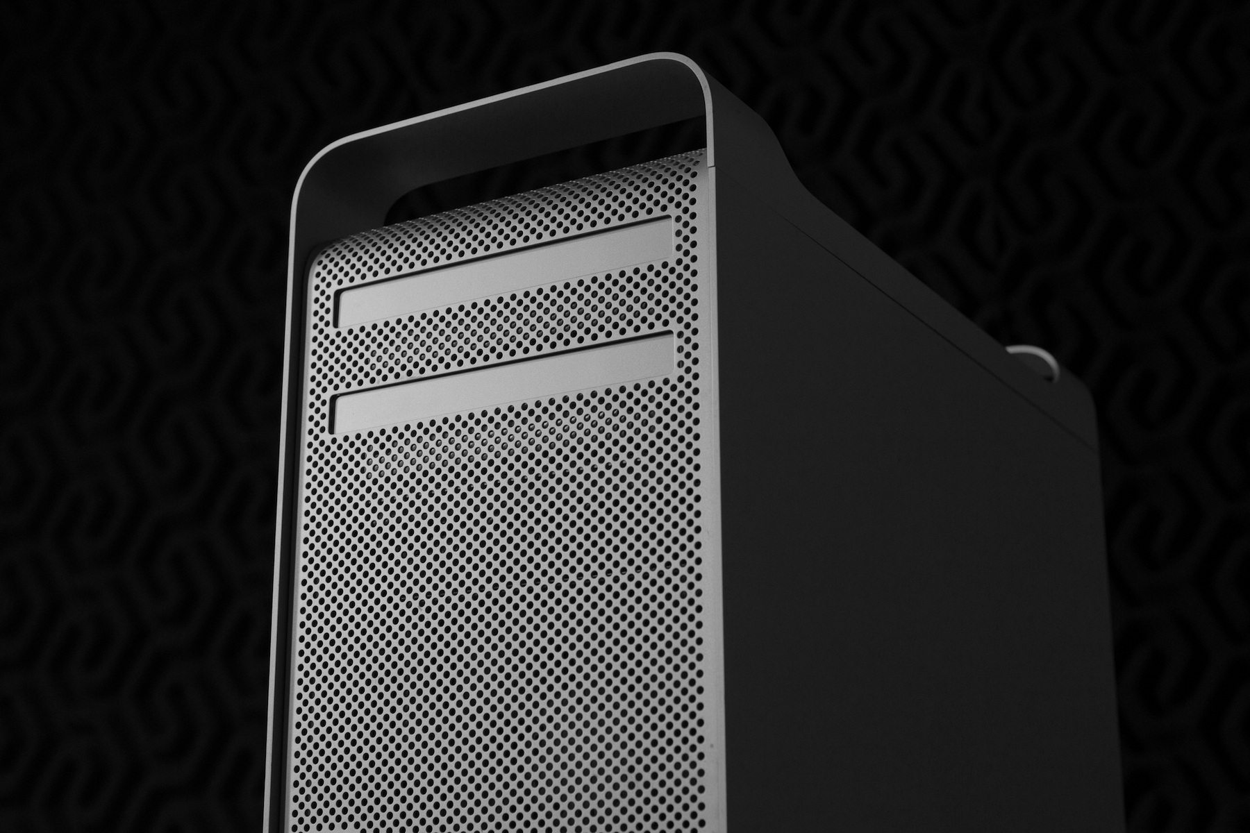 The Cheese Grater Mac Pro – 512 Pixels