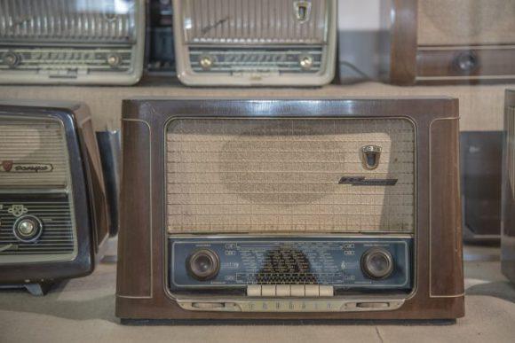 radio-590361_1280