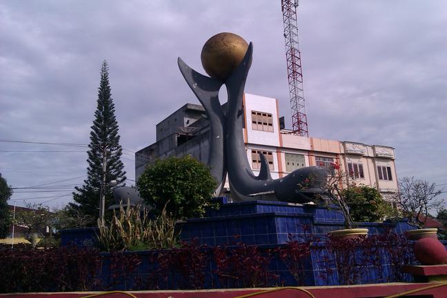 Monumen Lumba-lumba di Tanjungbalai
