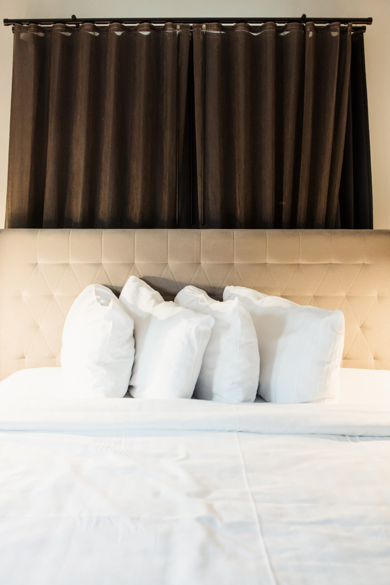 Hotel Phillips bed