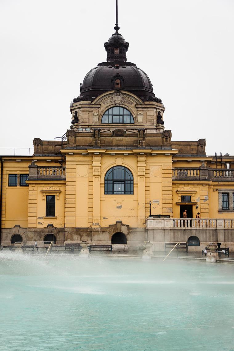 Budapest itinerary - Szechenyi Thermal Baths Budapest bathhouse