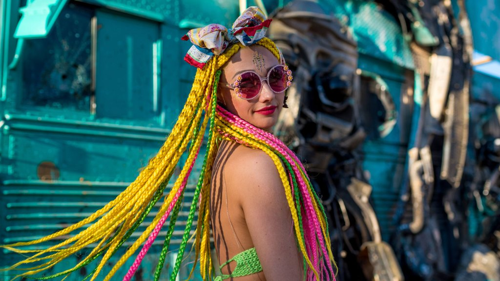 Life Is Beautiful festival fashion hairstyle
