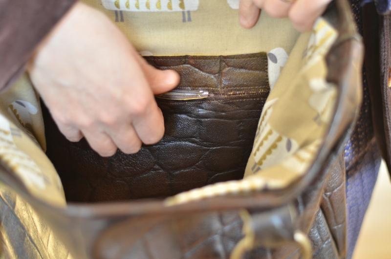 Détail sur une des poches intérieures